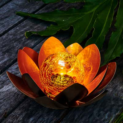 Solar-Leuchte in wunderschönem Lotus-Design, Ø ca. 23cm